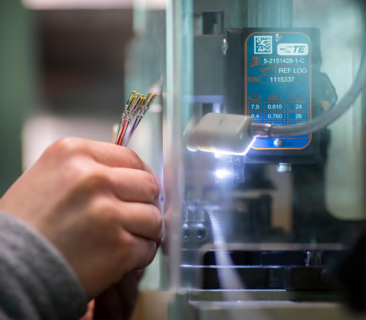 Produkcja imontaż wiązek elektrycznych Zakład Elektroniczny Omega