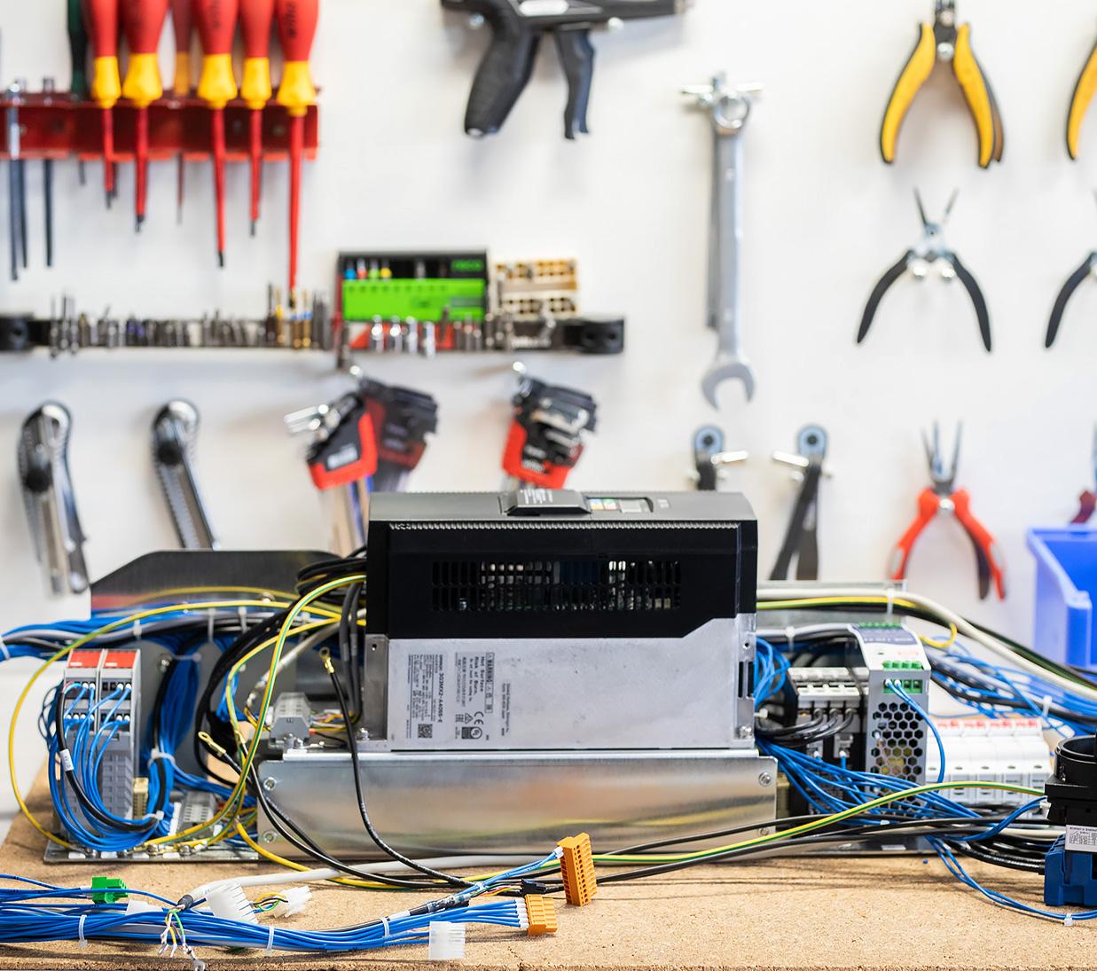 Montaż szaf sterowniczych iurządzeń elektrycznych Zakład Elektroniczny Omega